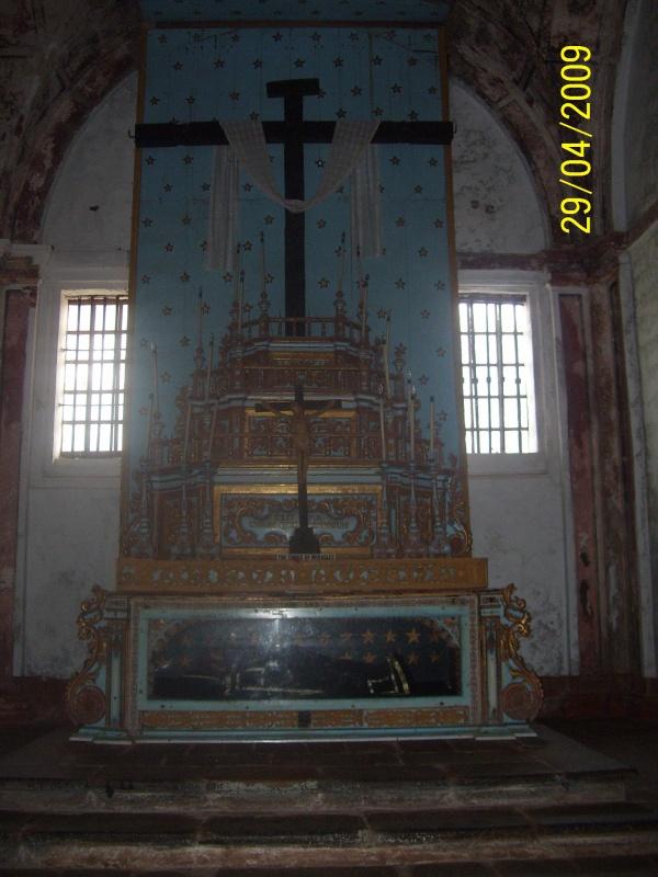 притронувшись к кресту надо было загадать желание - не сбылось))
