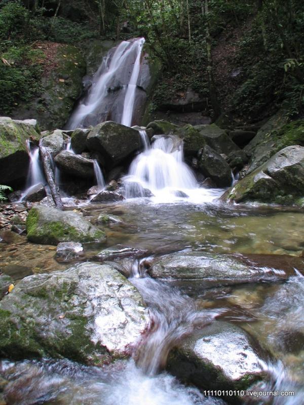 Водопадик по пути к Ланганану