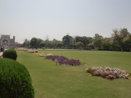 территория возле мавзолея