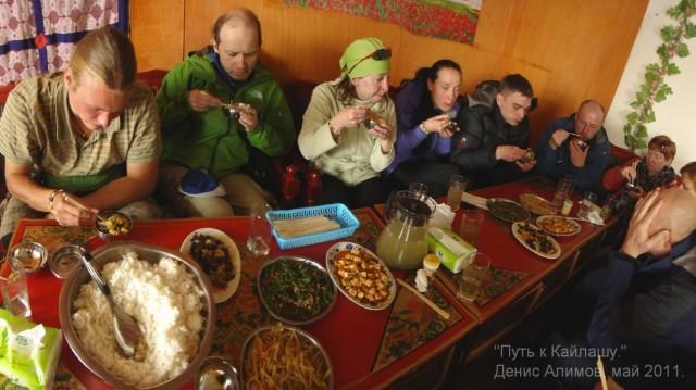 Обед в Саге - жить в Тибете стало лучше, жить стало веселее!