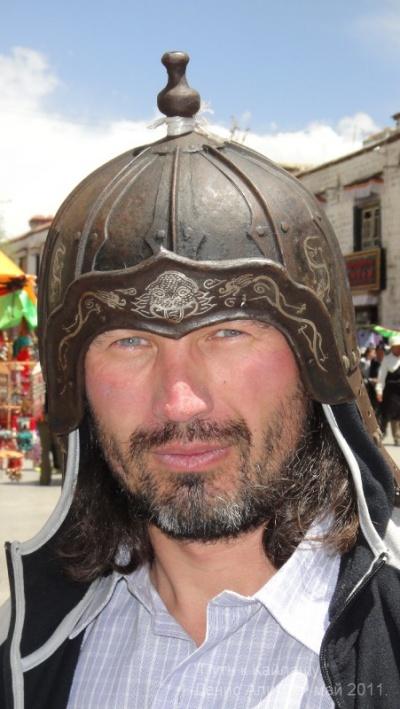 """Нашел свой """"прошлый""""шлем на развале возле монастыря Джоканг."""