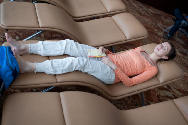 А ещё поспать,с видом на самолёты!