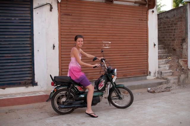 наш супер-транспорт за 150 рупий в сутки!да ещё и без датчика бензина!