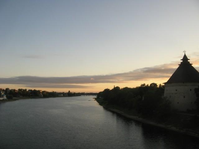 г. Псков, городская стена и Покровская башня на р. Великая