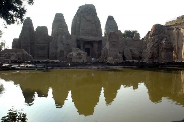 Храмы Масрура