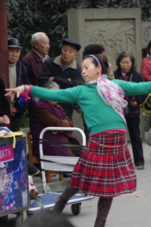 танец в парке города ченду