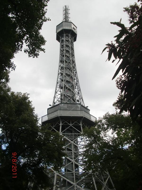 Смотровая башня на холме