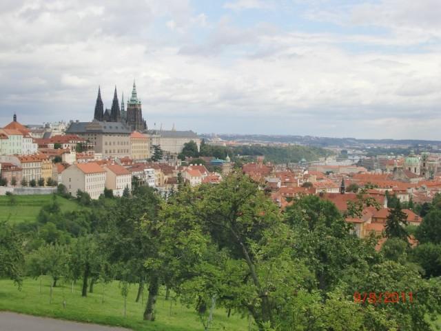 Вид с холма на Пражский Град 1