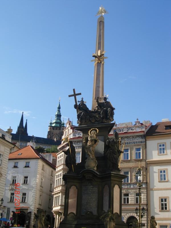 На площади перед Св. Миколашей 1