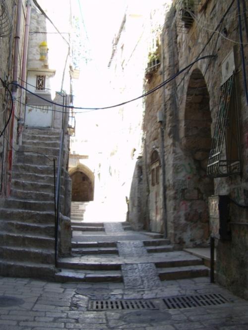 Виа Долороза - Путь Скорби. Считается, что именно здесь пролегал путь Иисуса Христа к месту распятия.