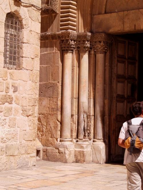 Колонна, из которой единожды вышел Благодатный огонь, когда православного священника не впустили в Кувуклию.
