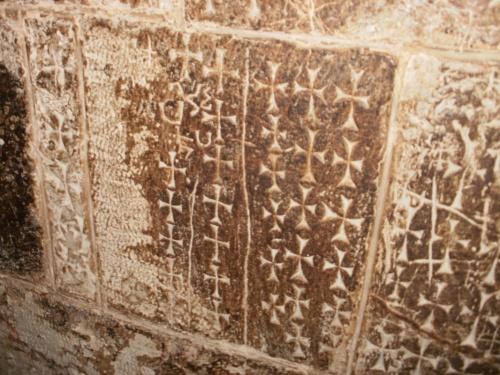 стены в армянском педеле испещрены крестами.