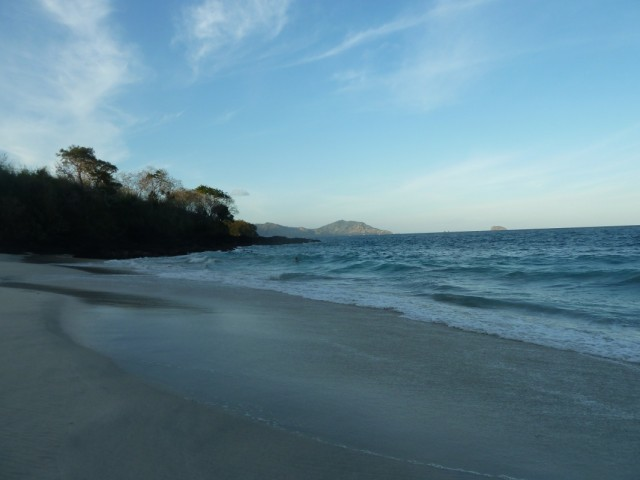 White sand beach. Путь к нему был интереснее, чем он сам))