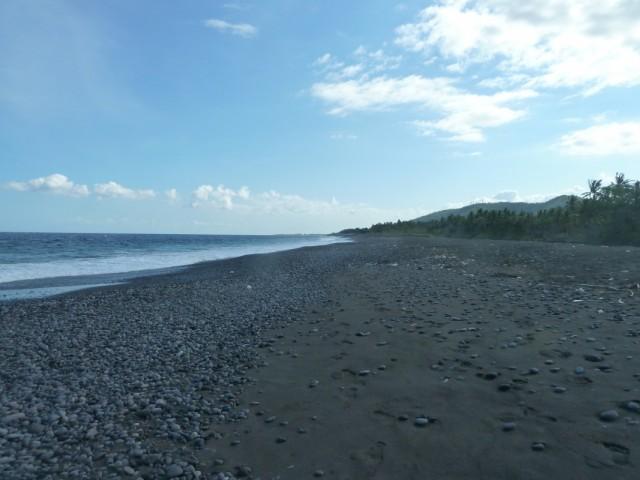 нашли огромный пустынный пляж