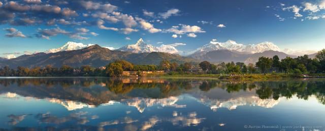 Прекрасная Покхара. Вид вид с озера Фева на гряду Аннапурна и гору Мачапучаре (Рыбий хвост).
