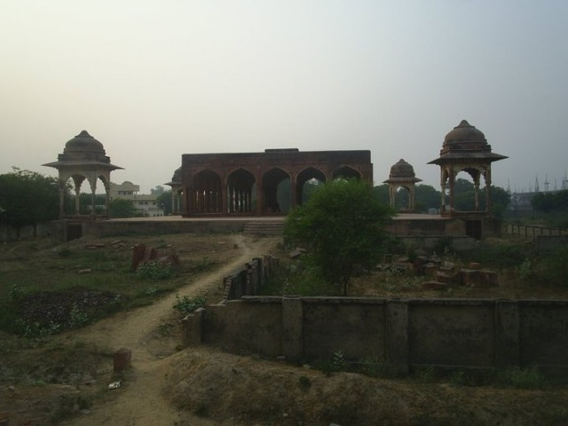 Руины в районе Кандари
