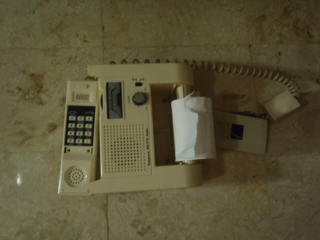 Держатель туалбума со встроенным FM/AM радио и телефоном