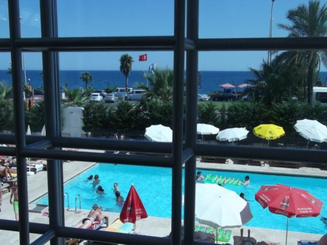 Вид из окана на море. Метров 100 от отеля.