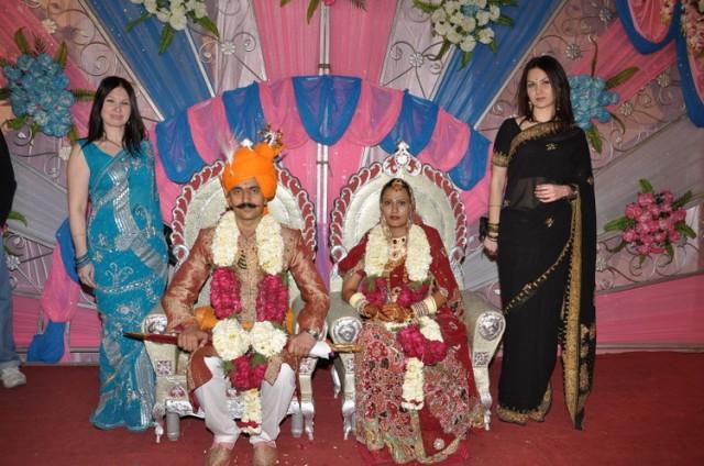 Наши девочки с женихом и невестой