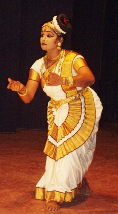 Керала. Кочин. Сари танцовщицы.