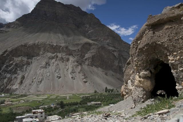 пещеры для медитации над Табо