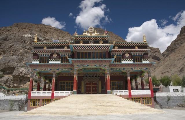 новый очень красивый монастырь в Казе