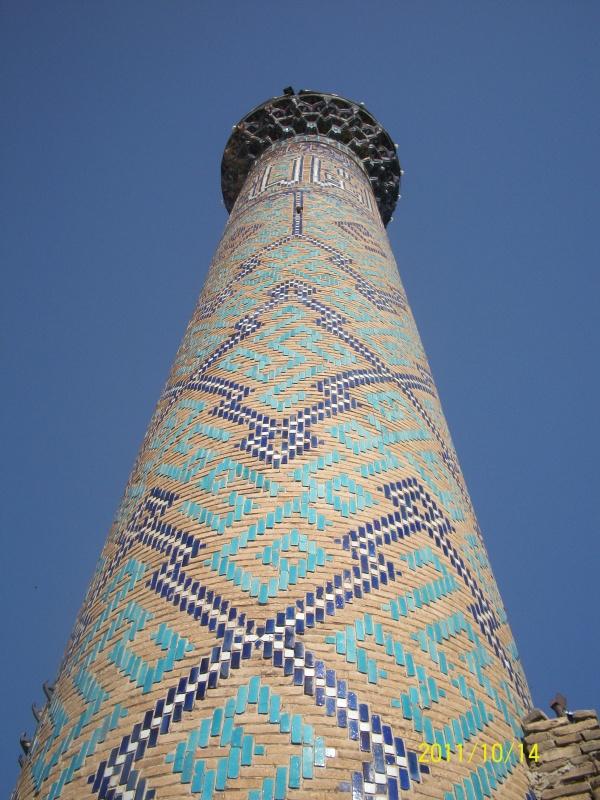 один из минаретов на площади Регистан