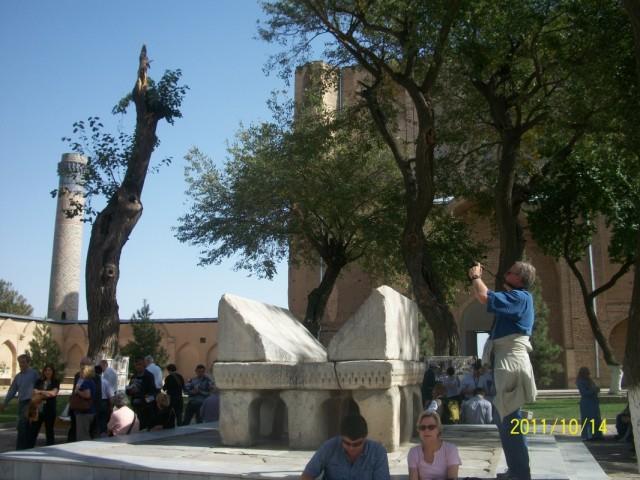 каменный постамент для Корана