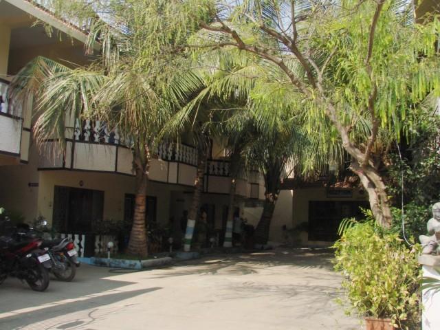и внутренний дворик отеля