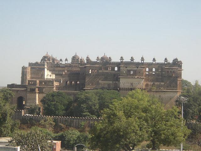 Вид на дворцы из храма Чатурбхудж