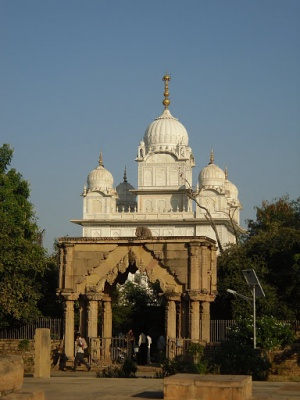 Вид на храм Гурудвара