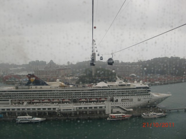 Фуникулер. Дождь. Корабль.
