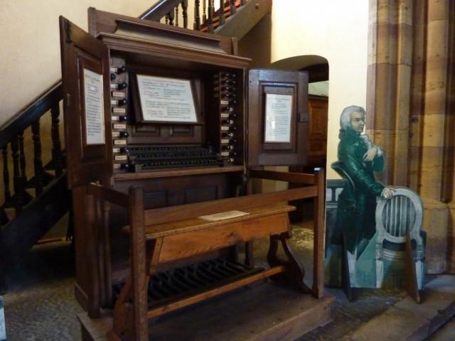 4  орган на котором играл Моцарт