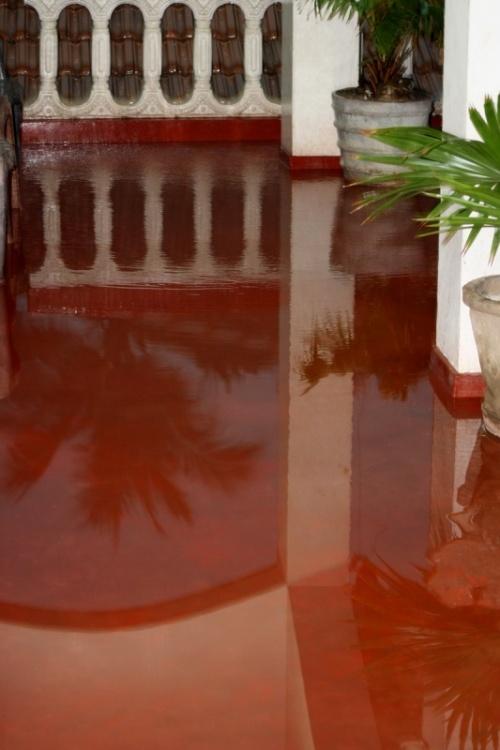 Потоп на террасе гостиницы
