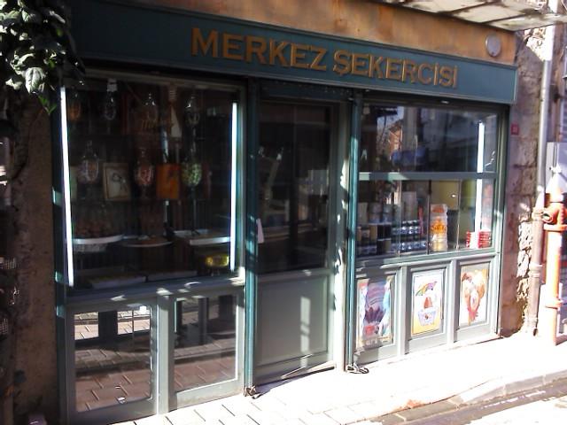 как утверждает мой путеводитель, это самый старый магазин сладостей в стамбуле н