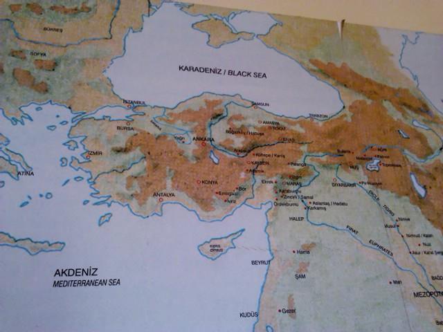 такая замечательная карта турции обнаружилась в музее мозаики. кому в лом искать - стамбул в левом верхнем квадрате