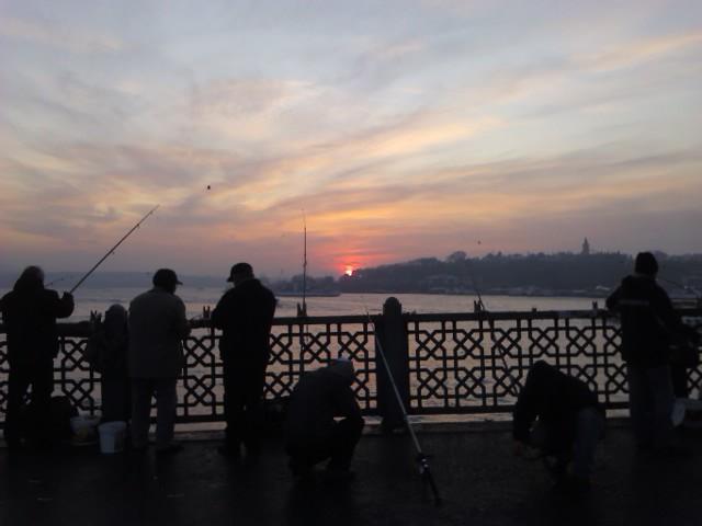 Рассвет на Галата-мост 7 утра