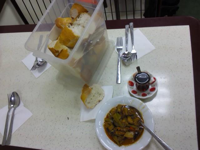 моя еда в этом локантосе - 4 лиры
