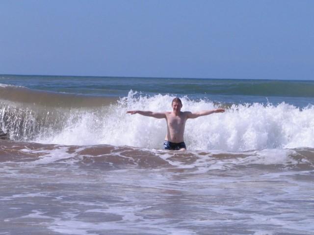 Океанские волны не дадут замерзнуть (t воды 20 гр.)