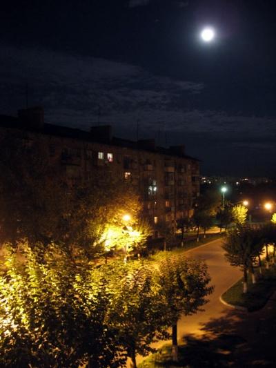 Ночной Ижевск во время лунного затмения