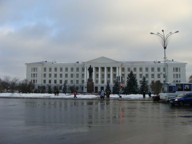 Какой же советский город и без памятника Ленина?!