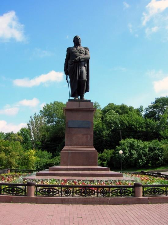 Памятник Михаилу Кутузову