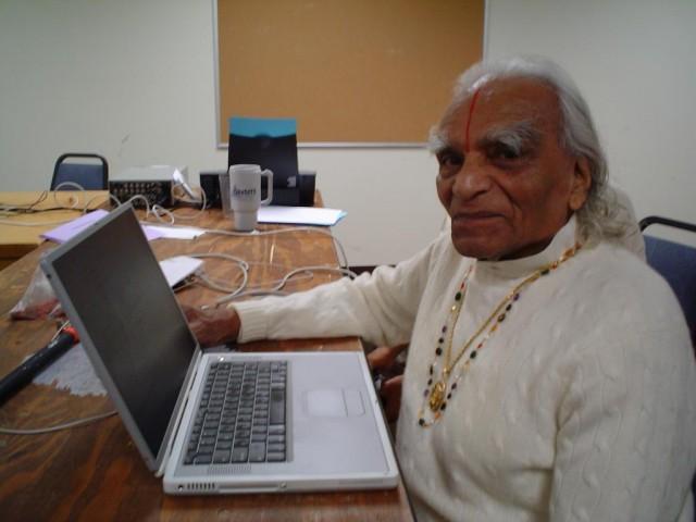 шри Айенгар, основатель школы йоги, Пуна