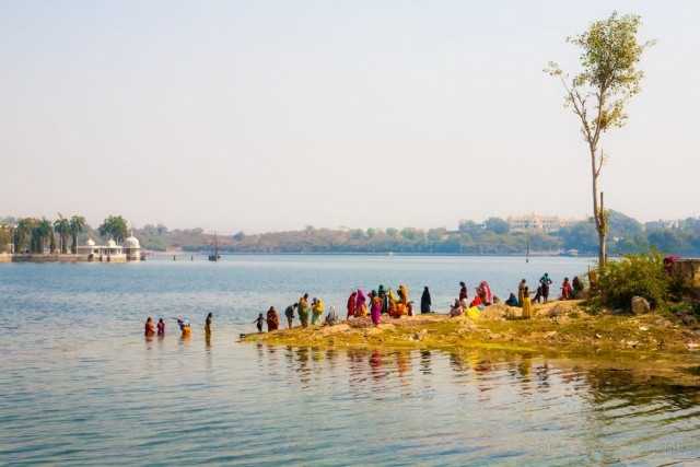 Купание Индийских женщин. Удайпур.