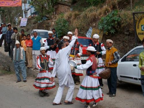 деревенская свадьба по дороге из Алморы в Джагешвар