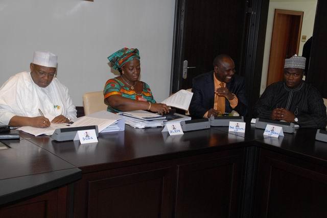прочие министры и члены правительства