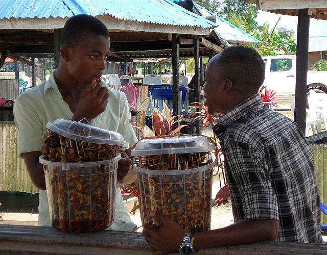 обсуждают как лучше продать нам кебабы из улиток