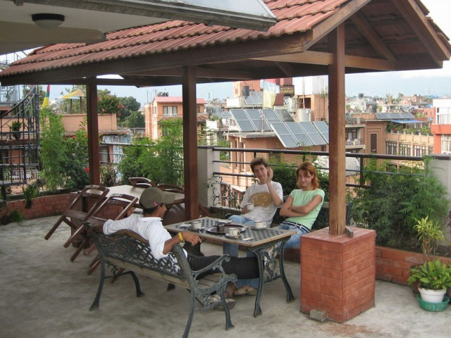"""Эта крыша наверняка знакома многим. Катманду, Тамель, отель """"Янки""""."""