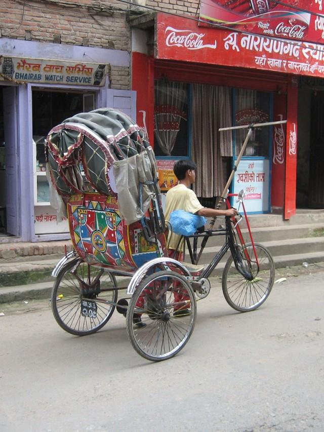 Или мощноногий рикша в поисках зазевавшегося туриста.