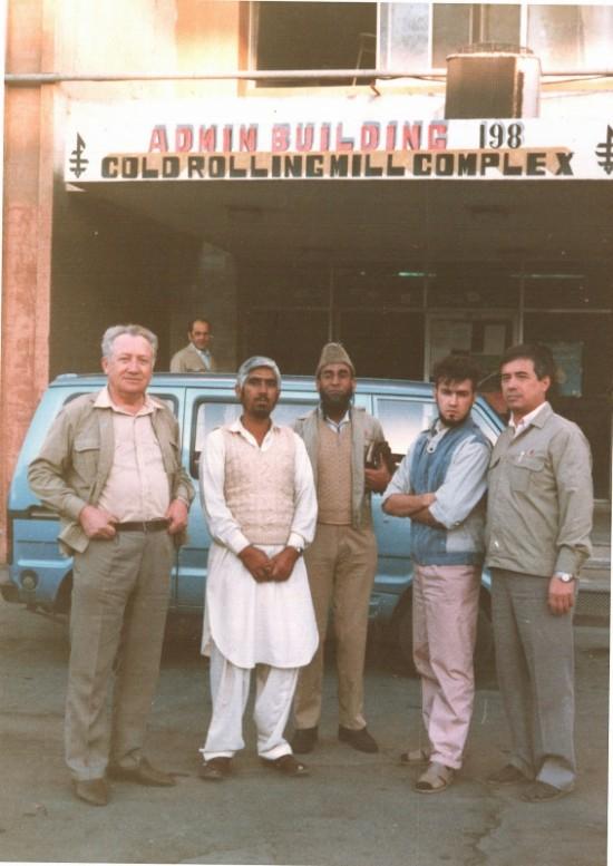 наш начальник ЦХП с водителем, муллой и 2мя переводчиками
